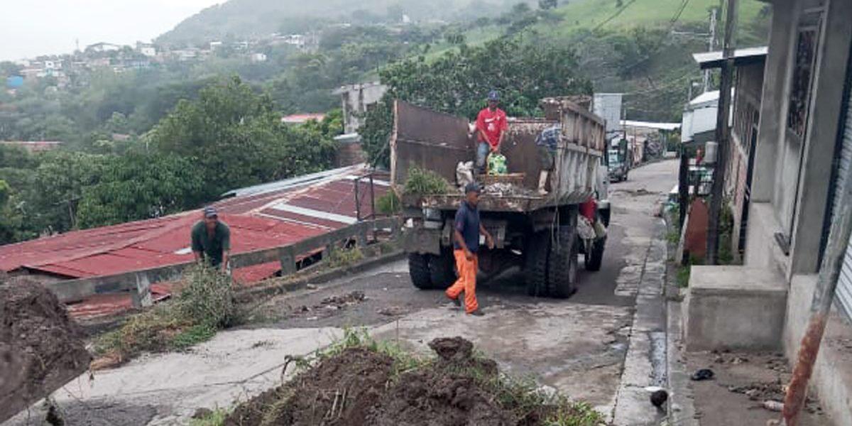LIBERANDO DE BASURA Y SEDIMENTO EL SISTEMA DE DRENAJE